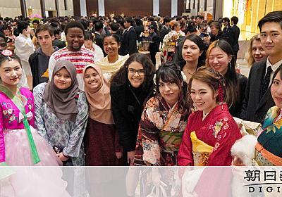 新宿の新成人、半数が外国人 日本語学校の留学生多く:朝日新聞デジタル