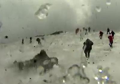 CNN.co.jp : 取材中に火山の噴火 英BBC取材班が命がけの避難 伊 - (1/2)