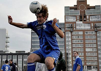 CNN.co.jp : 10歳以下のヘディング禁止、サッカー協会が新規定 米