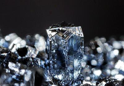 [元素][結晶の写真]オスミウム - Doubletのちょっとピンボケ