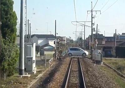 【衝撃】オバハンが運転する車が踏切内で電車と衝突する動画が撮影される(動画あり) : 乗り物速報