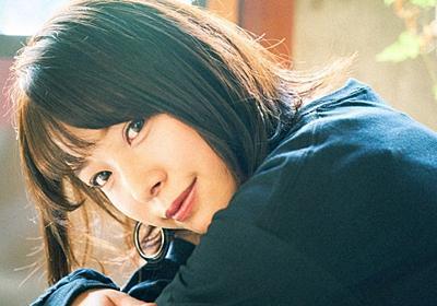 【写真】セクシー女優 八木奈々は文学少女 筒井康隆が教えてくれた小説の奥深さ - KAI-YOU.net