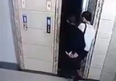 痛いニュース(ノ∀`) : 【動画】 なかなかエレベーターが来ないためドアを無理矢理開ける 義父「よし乗ろうか」 → 落下死 - ライブドアブログ