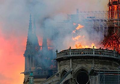 ノートルダム大聖堂の火災を多くの写真がとらえた。パリが悲しみに包まれたその瞬間 | ハフポスト