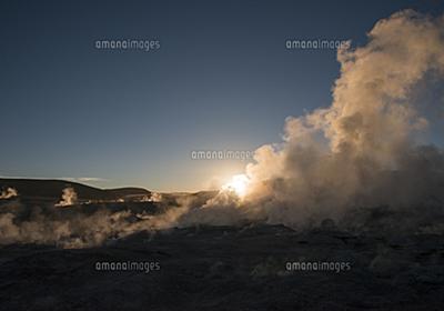 ガイザーに昇る朝日[10616003340]| 写真素材・ストックフォト・画像・イラスト素材|アマナイメージズ