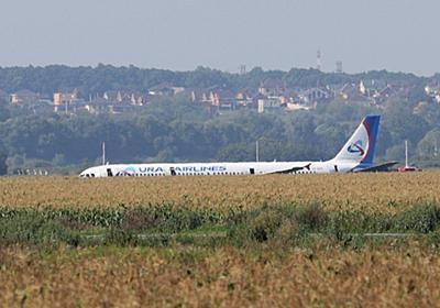 エンジンが失速したロシアの旅客機が、無事に畑に不時着できた「3つの理由」|WIRED.jp