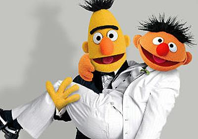 セサミストリートのバートとアーニーはゲイで「仲のいいカップル」と脚本家、ただし公式は否定 - GIGAZINE