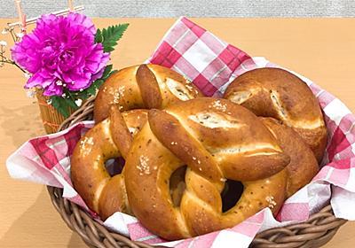 スパイシープレッツェルとフラワーアレンジメント - パンとフクロウ*自家製天然酵母*