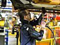 電力不要のパワードスーツ「EksoVest」でフォード労働者の事故が83%も激減する絶大な効果を発揮 - GIGAZINE