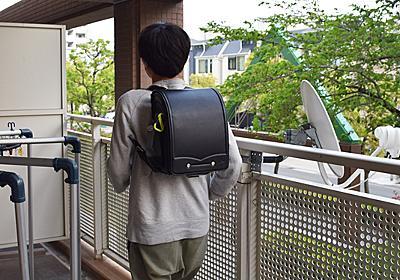 小学生の感じている重さのランドセルを背負う :: デイリーポータルZ