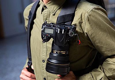 走ってもぶらつかずに安心、カメラを即座にかまえられるカメラホルダー | ライフハッカー[日本版]