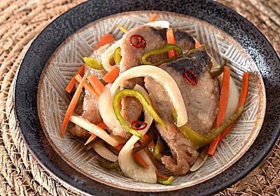 脂がのった戻りがつお刺身で作る「南蛮漬け」が酒にもご飯にも合う。小骨もないし、野菜もたっぷり【魚屋三代目】 - メシ通 | ホットペッパーグルメ