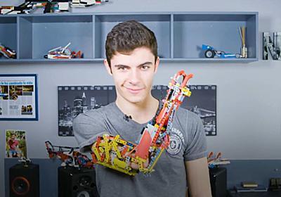 存在しない右腕をレゴブロックで作った少年ビルダーが登場 - GIGAZINE