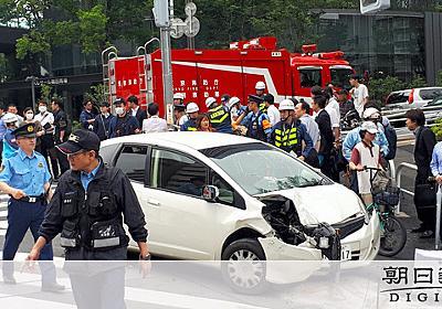 乗用車が暴走、6人はねられけが 運転の男逮捕 新宿:朝日新聞デジタル
