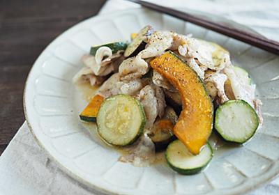 材料を重ねてレンジでチン。疲れた体が欲してる「豚と野菜のレモンバター蒸し」【北嶋佳奈】 - メシ通 | ホットペッパーグルメ