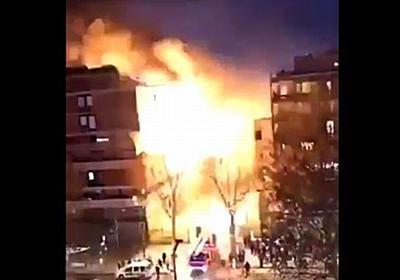 パリの街の真ん中で突然、建物が大爆発、奇跡的にケガ人もなし【動画】 | Switch news