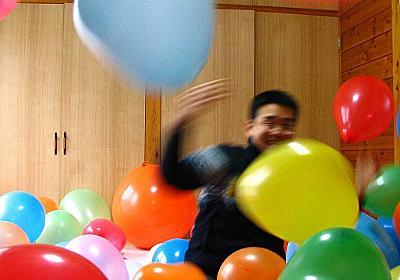 部屋を風船でいっぱいにする(デジタルリマスター版) - デイリーポータルZ