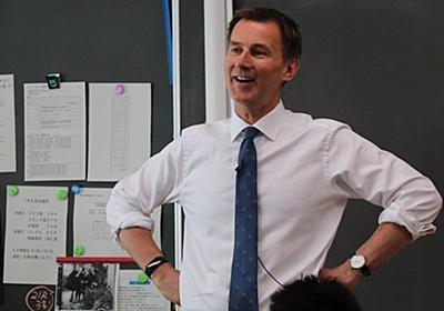 イギリスのハント外相、日比谷高校で模擬授業。生徒たちに日本語で呼びかけたことは?(動画) | ハフポスト