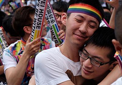 「嬉しくて泣いている」台湾、アジア初の同性婚の合法化へ