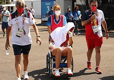 スペイン選手が灼熱のハードコートに耐えれずリタイア。地獄のようなコンディションに海外記者も苦言【東京五輪】 | THE DIGEST