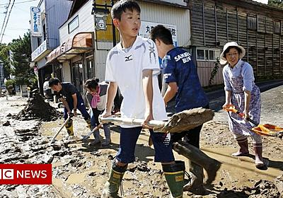 In pictures: Powerful Typhoon Hagibis lashes Japan - BBC News