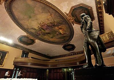 ジェファーソン像を議事堂から撤去へ、奴隷主だった過去受け 米NY市