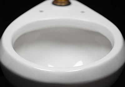 便器が液体や粘着物を弾くようになり洗浄水の使用量を劇的に減らすことができる「spotLESS Materials」 - GIGAZINE