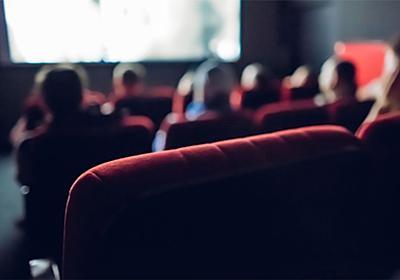 映画見ながら踊りだす、ズボンを脱いで走り回る…映画館バイトが見た「ヤバい客」 | 文春オンライン
