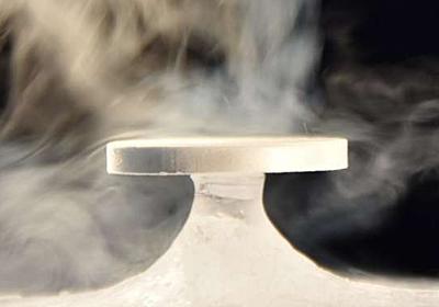 氷の台座に石が乗るナゾの自然現象「バイカル禅」が解明される - ナゾロジー