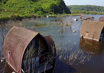岡山県の水没したペンション村をドローン空撮する映像 | スパイシービュー