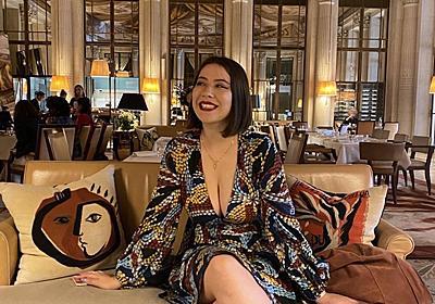 仏美術館、胸元の開いた服の女性の入場を拒否 批判受け謝罪 写真2枚 国際ニュース:AFPBB News