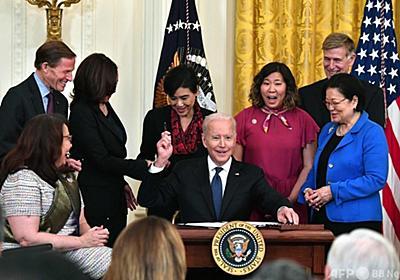 米、アジア系へのヘイトクライム対策法成立 バイデン氏「沈黙は共犯」 写真4枚 国際ニュース:AFPBB News