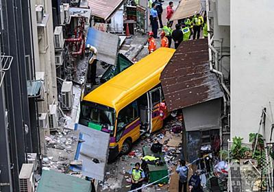 無人のスクールバスが暴走、4人死亡 香港 写真7枚 国際ニュース:AFPBB News