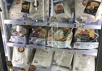 """🖤ハニワニハ on Twitter: """"今日ローソンに立ち寄ったら、冷凍食品のガラス戸に各商品の旧パッケージが貼り付けられてた。「スタイリッシュさを追及したデザインの敗北」を目にした感じがある。 https://t.co/yZcBas6C2x"""""""
