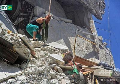 がれきに埋もれ妹をつかむ少女 シリア空爆の写真が話題 写真9枚 国際ニュース:AFPBB News