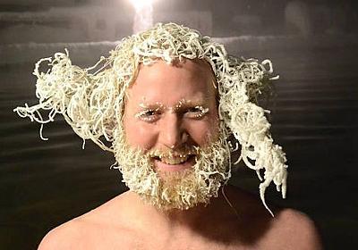 ラーメンおじさんじゃないよ。カナダ北部で毎年開催されている温泉つかって頭凍らせてポーン大会、会場の様子。 : カラパイア