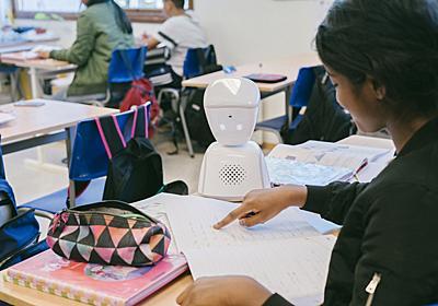 入院などで通学できない子どもに代わって、教室で目、耳、声となるロボット「AV1」 | ギズモード・ジャパン