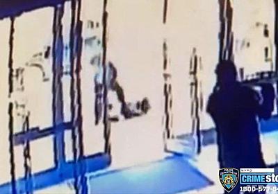 米NYで白昼堂々65歳アジア系女性暴行、誰も助けず 写真3枚 国際ニュース:AFPBB News