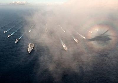 米海軍と海自の艦隊写真に御来迎が | ギズモード・ジャパン
