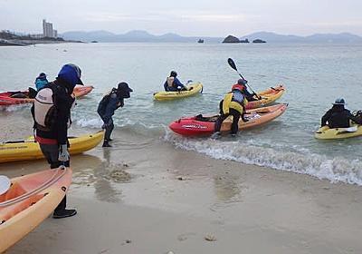 カヌーメンバーのすぐそばで刃物を使う海上保安官の危険行為 - 海鳴りの島から