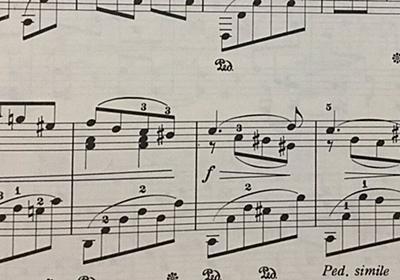 ピアノのペダルを踏む記号を「おすわりした犬みたいなのが」と説明してたらもう犬にしか見えなくなった - Togetter