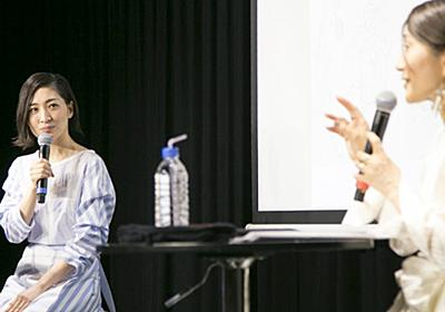 岩里祐穂×坂本真綾が語り合う、それぞれの作詞の特徴と楽曲にこめた思い - Real Sound リアルサウンド