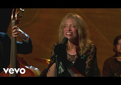 Carly Simon - Alone Together (Live On The Queen Mary 2) - YouTube