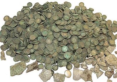 6500枚の銀貨や王族の名前が刻まれた金の指輪がトウモロコシ畑から発掘される - GIGAZINE