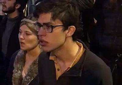 燃えるノートルダム大聖堂を見ながらアベマリアを歌うパリ市民の姿が見ているだけで悲しい 一種のレクイエムなんだろうな… - Togetter