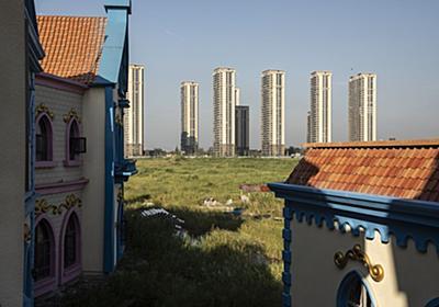 中国当局、恒大創業者に個人資産での債務返済を促す-関係者