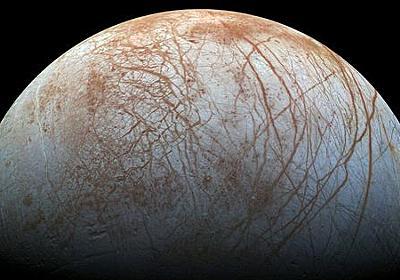 木星の衛星エウロパの表面は太陽光が届かない暗闇で光っている可能性があるとNASAが報告 - GIGAZINE