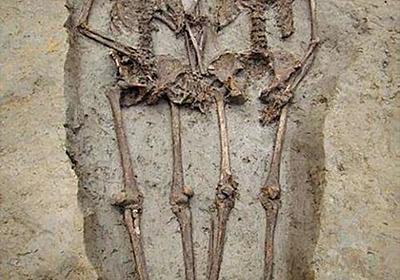 古代ローマの「恋人たち」 実は男性同士 手をつなぎ埋葬 写真2枚 国際ニュース:AFPBB News