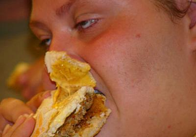 これだと太るのは当たり前、20年前と現在のアメリカとの摂取カロリー比較 - GIGAZINE