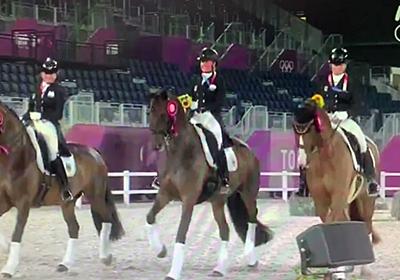オリンピックの馬場馬術団体の退場シーン、みんなパカパカしててとても可愛いのでメロメロになる人多数「何回も見てしまう」 - Togetter
